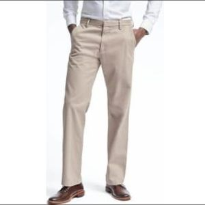 Banana Republic • Dawson Relaxed Fit Chinos